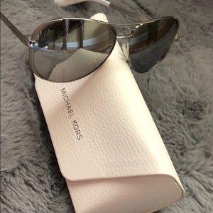 🆕Micheal Kors sunglasses 🕶😎🔥